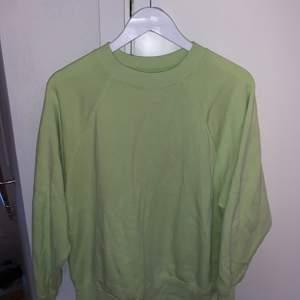 Supermysig sweatshirt från American Eagle, storlek XS men på mig sitter den perfekt och har storlek M egentligen. Bra kvalite och i gott skick.🙌🏻 +frakt