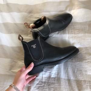 Svarta skor från Gant. Använd få gånger. Kan mötas upp runt om Göteborg eller skicka på posten men då står köparen för frakten 💞