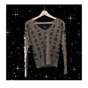 INTRESSEKOLL på min jätte fina dödskalle tröja från Fishbone. Har aldrig använt den och jag behöver pengar:)