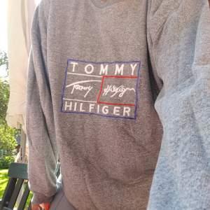 Oversized vintage swetshirt från Tommy Hilfiger som är sååå sjukt skön men som tyvärr inte kommer till användning så mycket jag hade önskat, budgivning