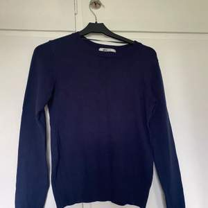 Stickad tröja från Gina Tricot i storlek S. Är mörkare än bilden. Fint skick