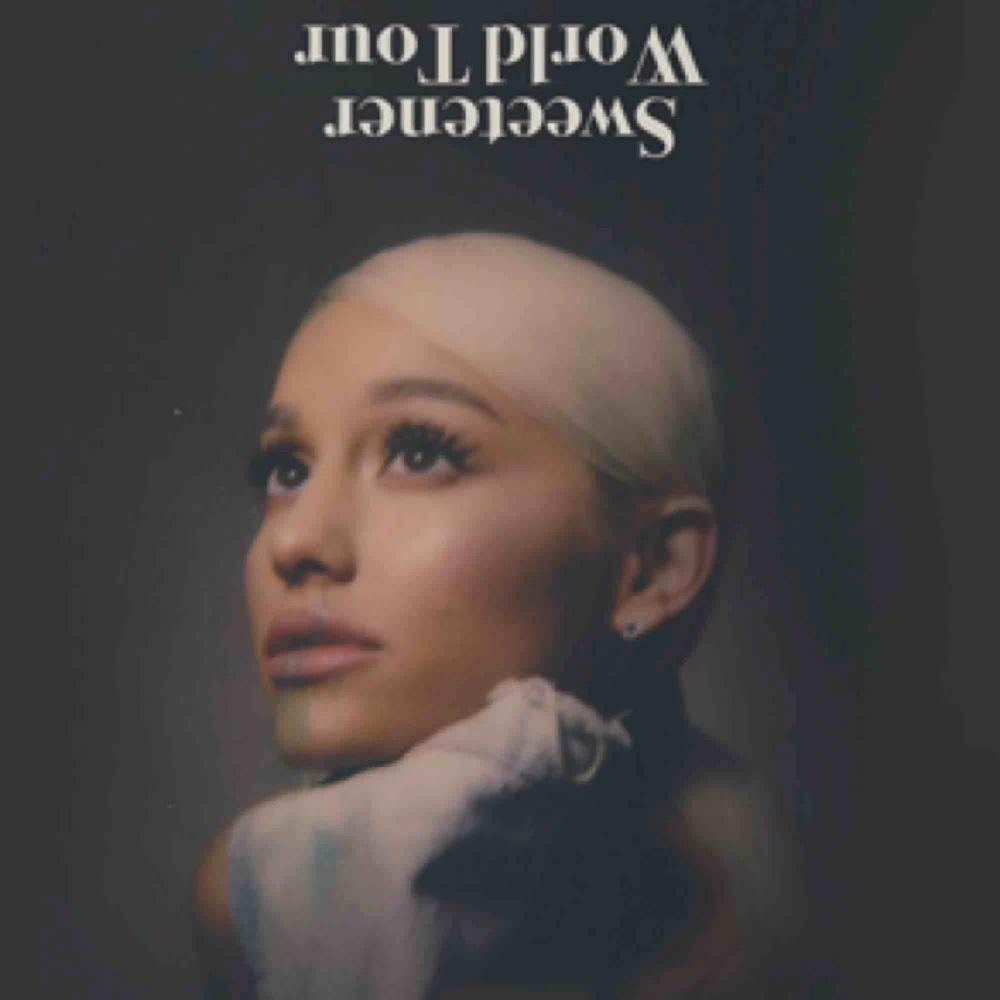 Säljer min ståbiljett till Ariana Grandes konsert i Globen den 7 oktober! Biljetten är köpt för cirka 900kr, pris kan diskuteras!. Övrigt.