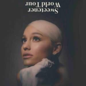 Säljer min ståbiljett till Ariana Grandes konsert i Globen den 7 oktober! Biljetten är köpt för cirka 900kr, pris kan diskuteras!