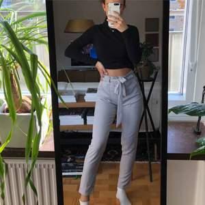 As balla oanvända byxor ⚡️ Köpta för 499, köpare står för frakt men kan också mötas upp i Linköping 💕