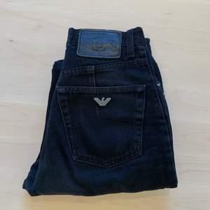 Mina fina Armani-jeans har tyvärr blivit lite för små. Välanvända så lite slitage. Köpta på Humana i Malmö. Står att de är 27 i waist, men har mätt och de är mer som en 26.