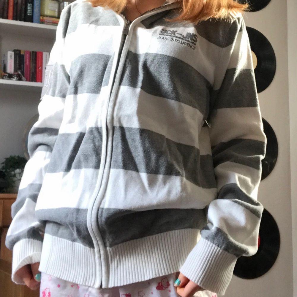 Snygg collegetröja med dragkedja! Som en hoodie utan luva. Supermysig och oversized! ❤️. Tröjor & Koftor.