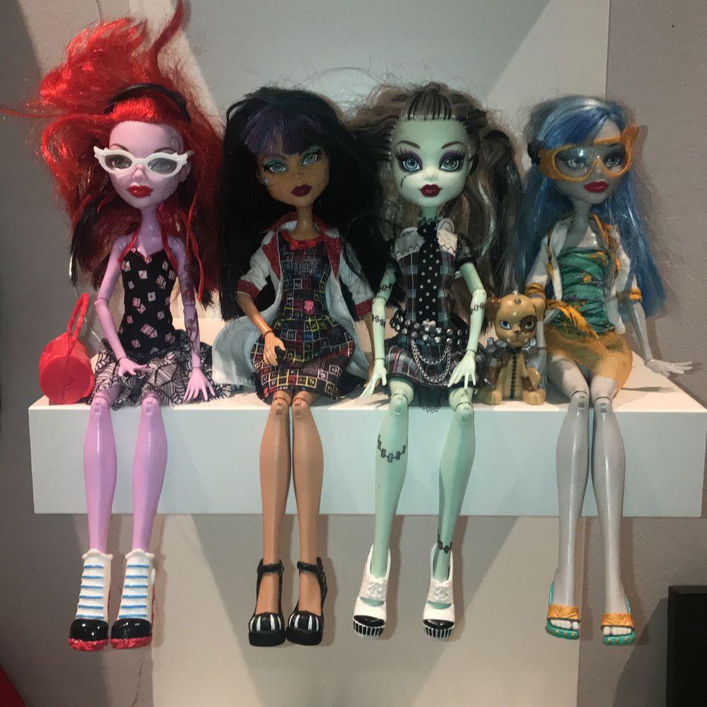 Säljer mina monster high dockor som inte säljs längre!💕. Det går ej att bara köpa en docka. Du kan köpa två, eller alla fyra.                                                                  🤍 2 dockor = 250kr + frakt.                                                 🤍Alla dockor = 450kr + frakt                                                               ⭐️ PRIS KAN DISKUTERAS!. Övrigt.