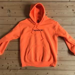 Säljer min ASSC x Undefeated hoodie. Köpte plagget från grailed (resell) för 175 USD. Den är helt äkta och bara använd fåtal gånger. Storleken är S och sitter true to size. Köparen står för frakt 🚚