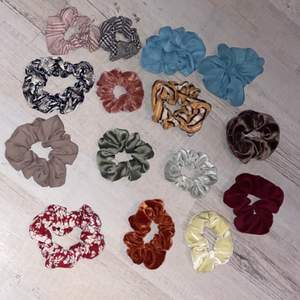 Skriv till mig om ni vill ha någon av dessa gulliga scrunchies, endast 5kr styck. Alla är i fint skick!🥰