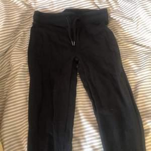 Svarta tights från cubus. Kan användas både till vardags eller som mjukisbyxor
