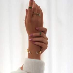 Ring i silver från Bianca ingrosso x guldfynd i storlek 17, knappt använd och slutsåld!!