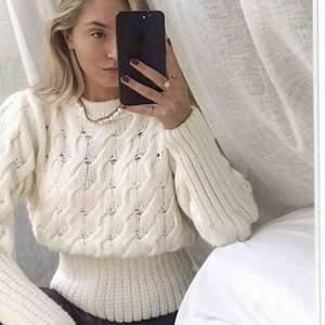 Ny tröja från GinaTricot! Prislapp kvar! ✨🦋 Slutsåld! Köparen och jag delar på frakten! :)