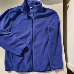 UNIQLO, blå fleecejacka med dragkedja