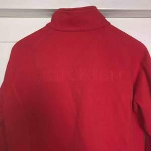 Tjocktröja, jacka från redgreen. Köpt secondhand. Kan mötas upp eller skicka för 50kr.😊