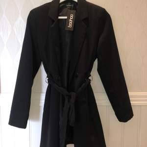 Säljer denna blazer dress från Bohoo aldrig använd endast provad! Strl 38 UK 10 , Lite mindre i storleken. Orginal pris 500 säljer för 200