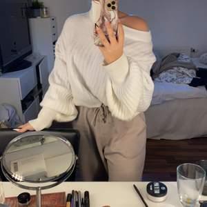 Mys tröja i storlek S / M lite oversize vilket bara är jätte mysigt 🌸☺️🌨🙈🙉❤️ säljs för 150+ frakt som du står för (63)kr , om flera är intresserade är det den som budar högst som får den ❤️😁