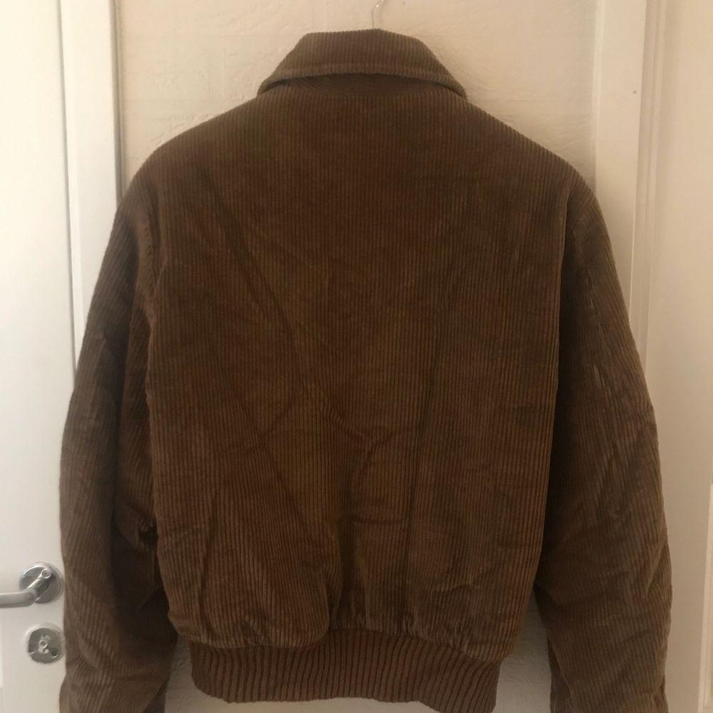 En höstfavorit!!! Oversize corduroy jacka. Vintage. Sitter som en M/L. Jackor.