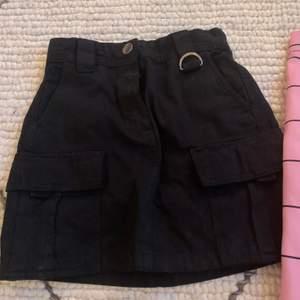 Nästan oanvänd kjol från Bershka, 100kr. Kjol från Nakd, prislapp kvar, 200kr.