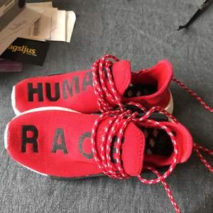 Röda adidas skor, human race i storlek 36. Typ sldrig använda då de var för små😊
