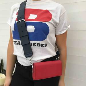 """Justin Bieber merch köpt under Purpose Tour i Milano 2017. T-shirten är använd ett fåtal gånger och i gott skick. På framsidan står det """"TEAM BIEBER"""". Köparen står för frakt ✨"""