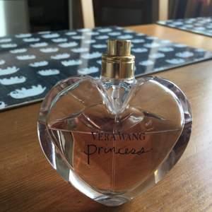 säljer min parfym där det är ca 40 ml kvar då min kille är parfymallergiker. hämtas i sthlm eller skickas om köparen betalar frakt.  jag säljer massor av produkter & plagg, vill du ha flera saker blir det mängdrabatt.