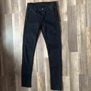 Cheap Monday slim jeans i storlek 27/34.   Köptes för 450kr men säljer för 250kr Aldrig använt dessa då dom är för små för mig☺️