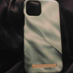 säljer ideal of swedens senaste skal, pistachio satin för telefon iPhone 11 PRO / xs / x. Säljer för att jag beställde fel modell till ett samarbete 💓💓💓 ALDRIG använd och är som nytt
