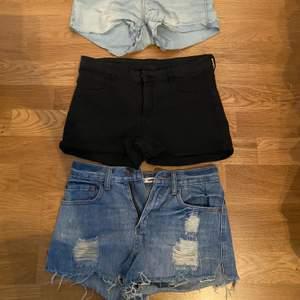 20kr styck. De svarta från g&med, de blåa från vero Moda & de mörka jeans från gina. Storlek 34 & 36