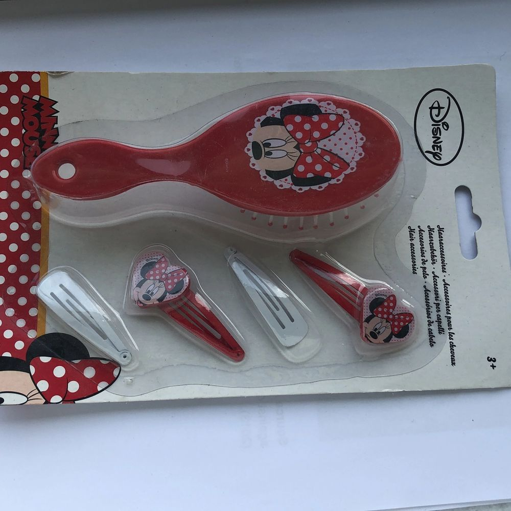Nya hårborstar! Det finns med Disney och minnie mus tryck! Helt nya och går för 60kr per paket inkluderad frakt! Passa på!. Accessoarer.