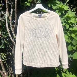 Gap tröja i st. XS aldrig använd. Funkar även som S. Säljer för 120kr. Frakt tillkommer🤍🤍