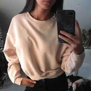 Sweatshirt, i princip oanvänd! 70kr plus frakt 40kr