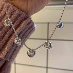 Halsband använd en gång då det inte riktigt är min stil. Äkta silver!