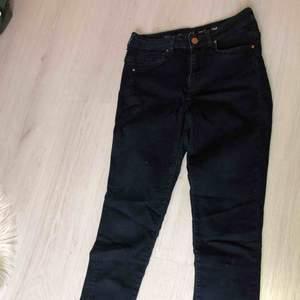 Mörkblåa jeans i bra skick + frakt