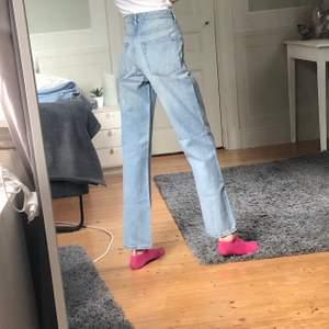 Jeans från weekday i modellen voyage. Storlek 26/30
