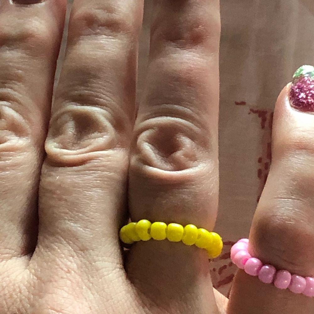 Handgjorda färglagda ringar, 20 kr stycket +frakt 💘. Accessoarer.
