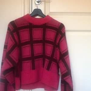 Färgglad stickad tröja från Monki. Köpt för 400 kr. Starka fina färger. Aldrig använd. Riktigt fint skick!
