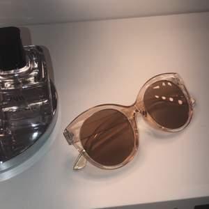 Helt nya oanvända solbrillor som passar till allt🤩🥰