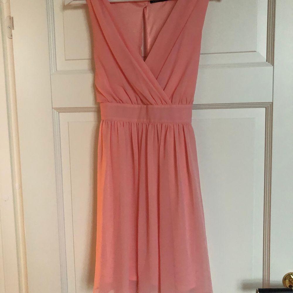 Rosa sommar klänning i storlek 36. Använd 1 gång. Frakt ingår. . Klänningar.