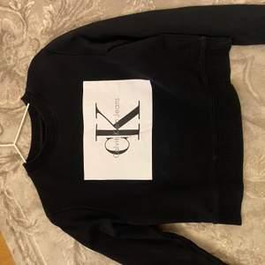 Jättefin Calvin Klein sweatshirt, säljer pga för liten.