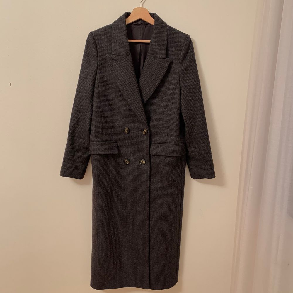 Fin varm kappa från H&M Trend - storlek 36. lång! går nästan ner till foten för mig . Jackor.