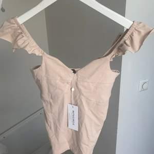 Storlek xs. Från nakd men märkte är Rut & Circle. Bara testat prislapp kvar. Frakt 44kr
