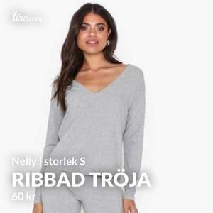 Helt ny ribbad tröja från Nly Trend. Aldrig använd.