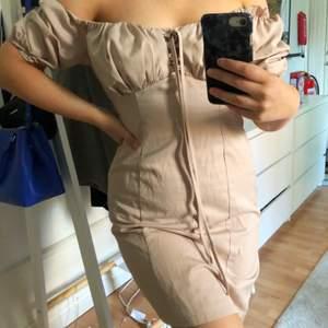 Suuuupersöt klänning, helt oanvänd! 250:- + frakt. Dm för fler bilder🥰