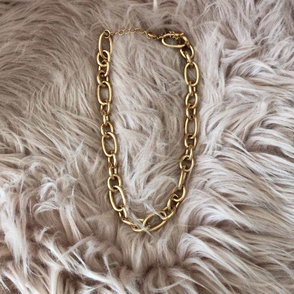 Snyggt och unikt halsband!. Accessoarer.