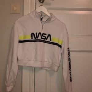 Cool nasa hoodie från H&M i strl XS. Betalning: swish