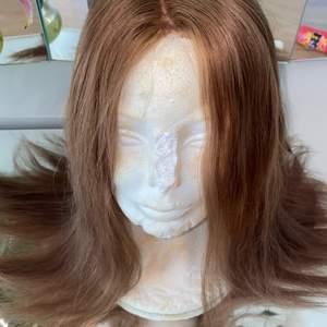 Hej säljer en peruk som jag har köpt hos Carl lund peruker Äkta hår 100%  Ny pris 12000   Vid mer info skicka pm