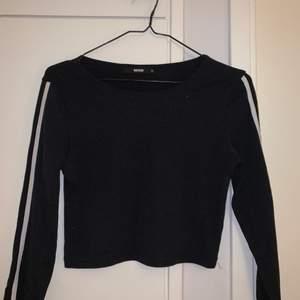 En mysig tröja från BIKBOK storlek M men passar även mig som har S, startar priset på 50kr💓