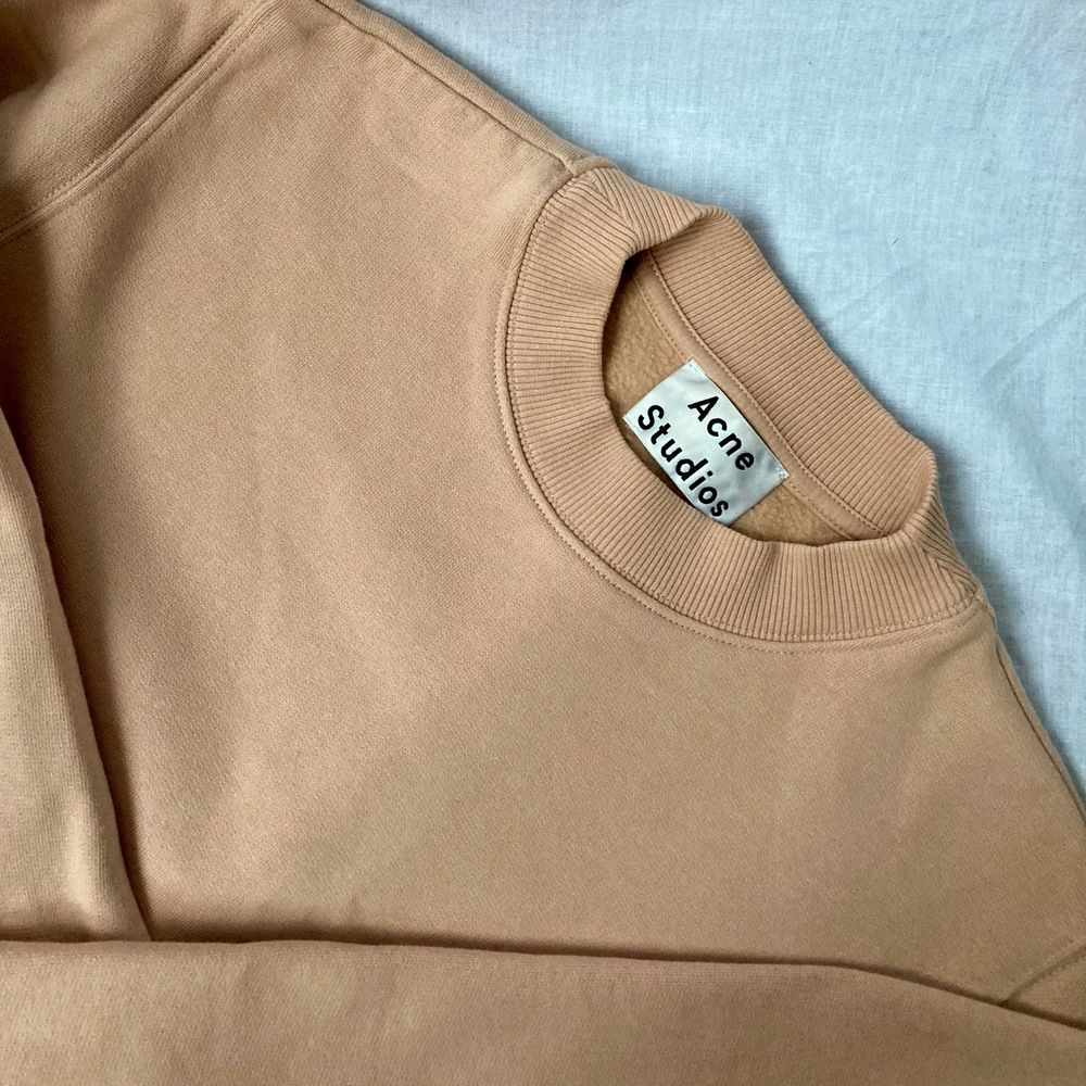 🌊 ACNE STUDIOS AW14 WARM AND THICK LIGHT / PALE PINK CREWNECK SWEATER, WITH BALLON-LIKE FIT, SILVER ZIPPERS ON EACH SIDE AND FUZZY INSIDE  • SIZE - XS/ EU 34 (Fits up to M) • BRAND - Acne Studios • MATERIAL - Cotton  MY MEASUREMENTS • Height 161cm / 5'3