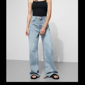 Säljer dessa jeans som är köpta här på plick pga att de är för stora! Endast avända en gång och några gånger av tidigare ägaren. Pris kan diskuteras o hör av er för bilder!