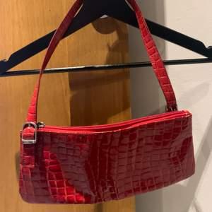 Röd handväska. Frakt tillkommer💕